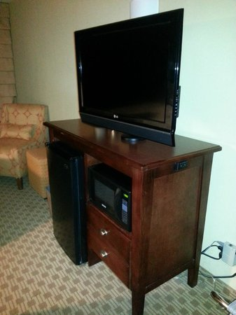 Baymont Inn & Suites Indianapolis East: Good sized room with large television.