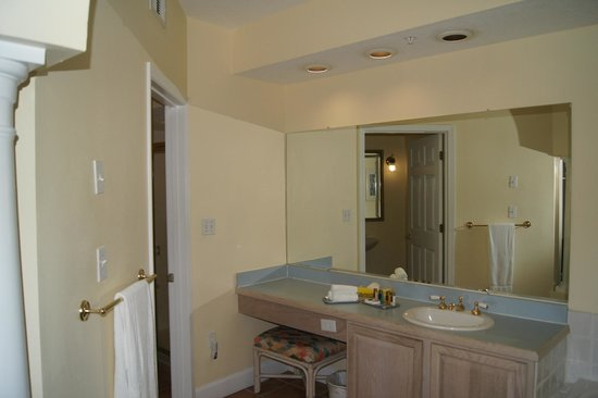 Grande Villas Resort: Main bathroom