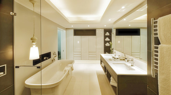 The Manor House at Fancourt: The Luxury Suite Bathroom