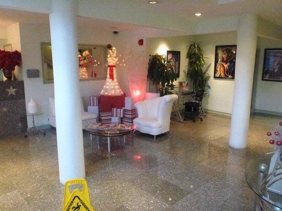 Hollywood Celebrity Hotel: ハリウッドスターのパネルがそこらじゅうに