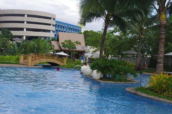 Cebu Radisson Blu Pool Cafe December 2012