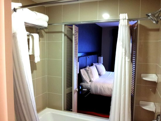 Holiday Inn Express Hotel & Suites Bonnyville:                   Jacuzzi and the bed