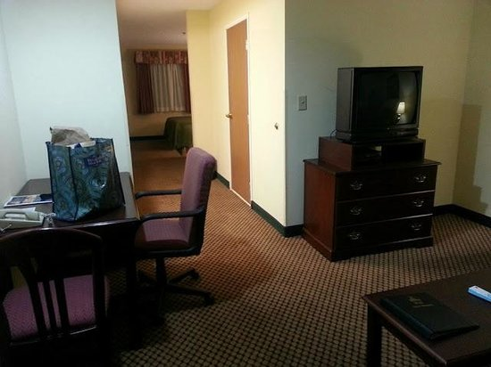 BEST WESTERN Executive Suites - Columbus East: Living room with desk, couch, chair & TV