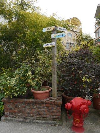 Lamma Island: signs