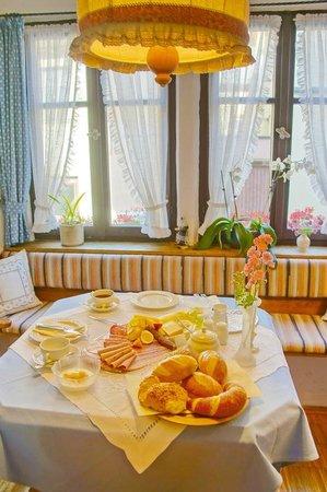 Hotel Spitzweg: Charming breakfast table