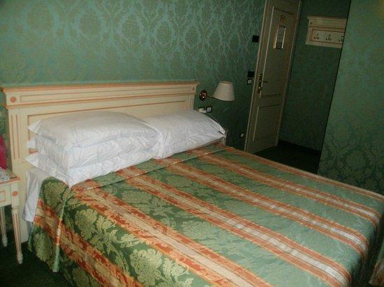 Villa Delle Palme: Le lit grande taille trés agréable