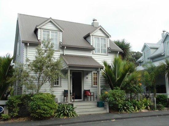 Russell Cottages:                   Quaint