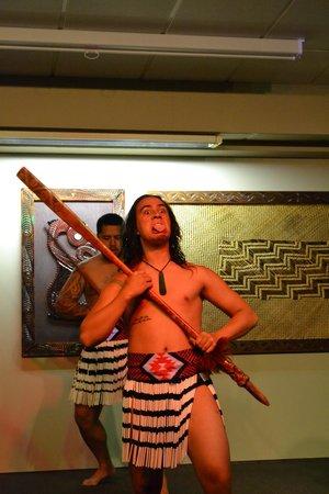 Sudima Hotel Lake Rotorua:                   war dance