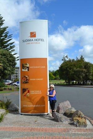 Sudima Hotel Lake Rotorua:                   hotel sign