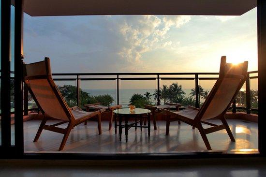 Marrakesh Hua Hin Resort & Spa: Oceanfront Suite