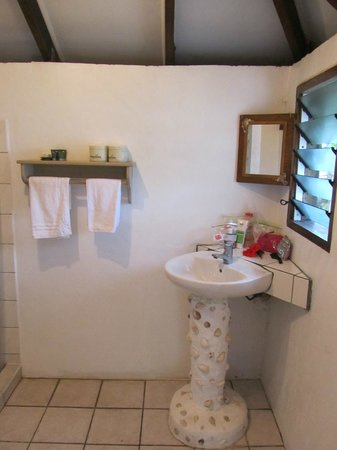 Hideaway Island Resort & Marine Sanctuary:                   Bathroom of ocean front bungalow