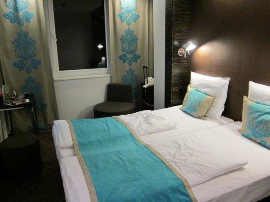 Motel One Hamburg Airport: Zimmer