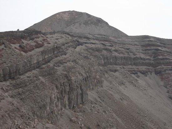 Takachiho Ridge: お鉢火口と高千穂峰