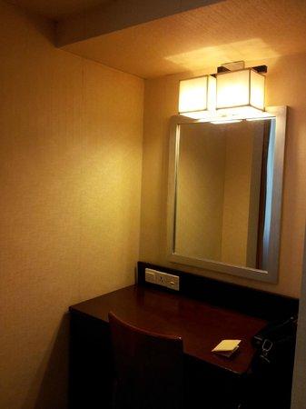 Hotel Taipa Square: ちょっとした机もあります