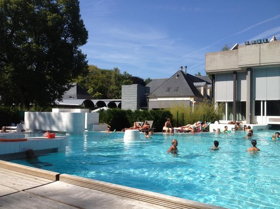 D tente au bord de la piscine photo de mondorf for Piscine les thermes luxembourg