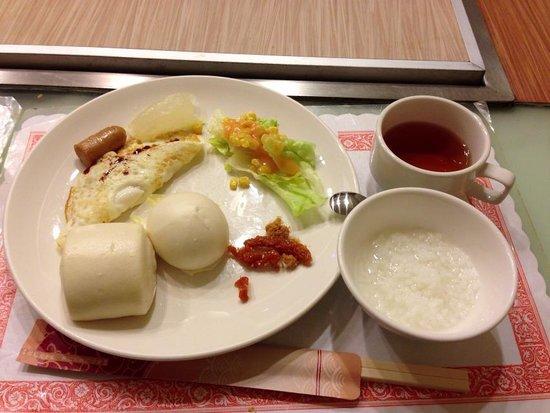 First Hotel: 朝食
