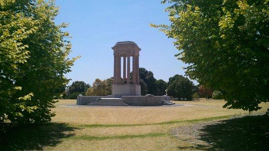 Caulfield Park: War memorial