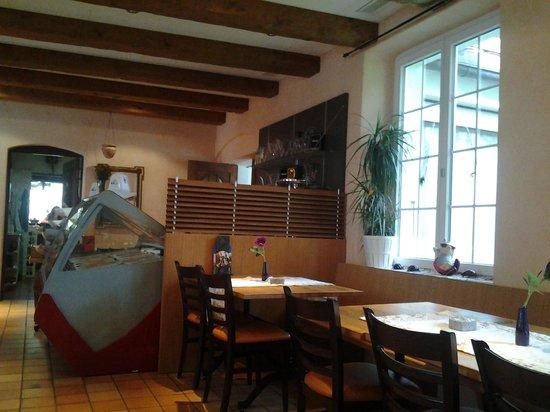 Hotel des Alpes:                   Morning breakfast