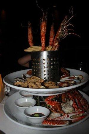 Shangri-La's Tanjung Aru Resort & Spa:                   Cocoa Joes restaurant