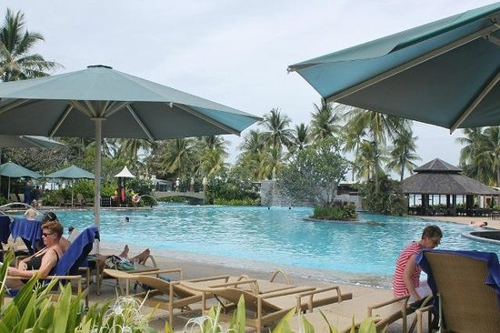 Shangri-La's Tanjung Aru Resort & Spa:                   Main pool