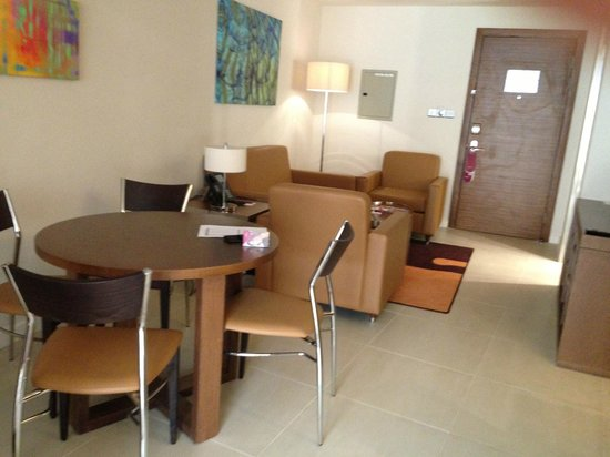 Crowne Plaza Doha - The Business Park:                   living