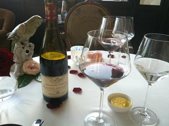 Chateau de Mirambeau: great wine too