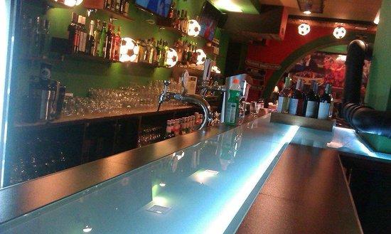 Hinchada Sport Bar: Bar