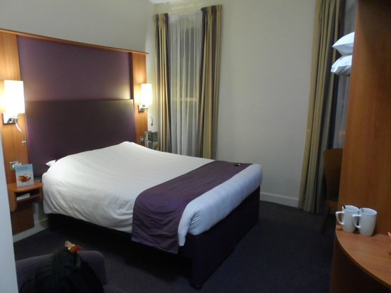 Premier Inn Belfast City Cathedral Quarter Hotel: Bedroom