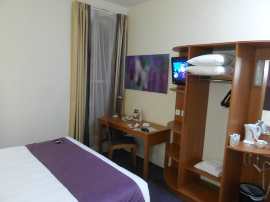 Premier Inn Belfast City Cathedral Quarter Hotel: Room & facilities