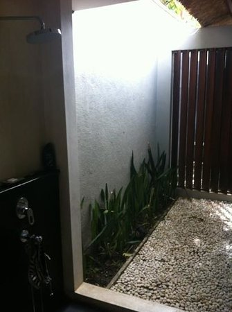 Villa Jerami & Spa:                   outdoor shower