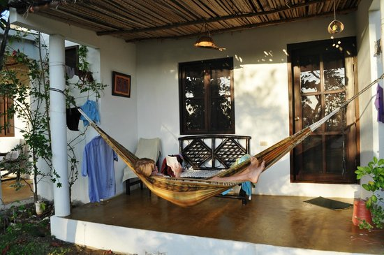 Hotel Hibiscus Garden : Devant notre chambre