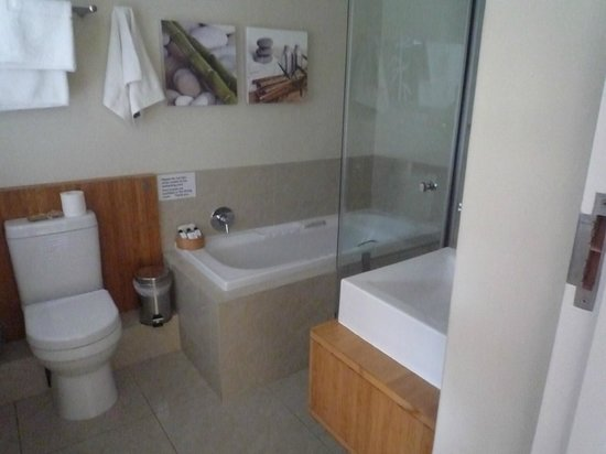 Bamboo Guest House : good quality bathroom