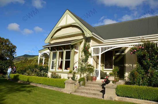 Kawatea Farmstay: Lovely cottage and grounds