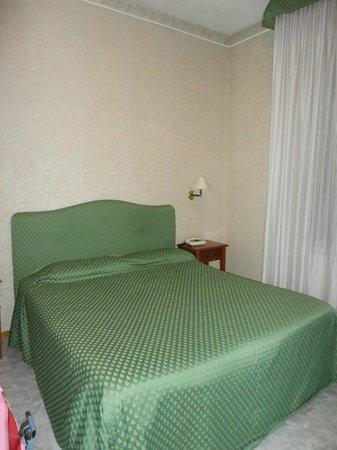 Hotel Moderno: Letto