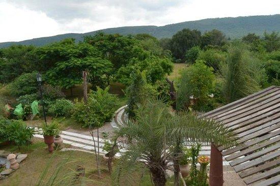 Lohagarh Fort Resort:                   garden