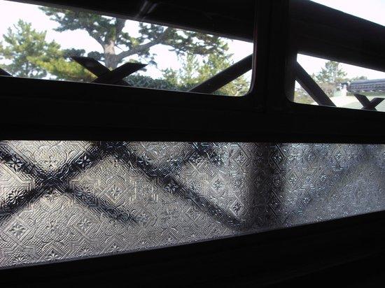 Hinjitsukan : 「翁の間」の窓ガラス