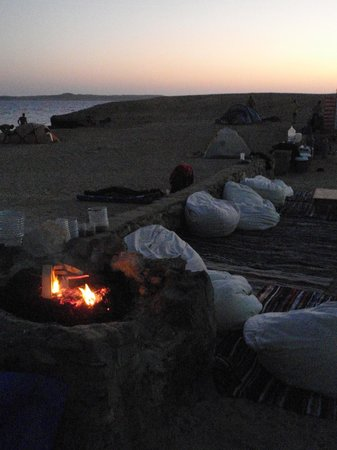Dahab Divers South Sinai Hotel & Dive center: cookingfire with the campside lounge
