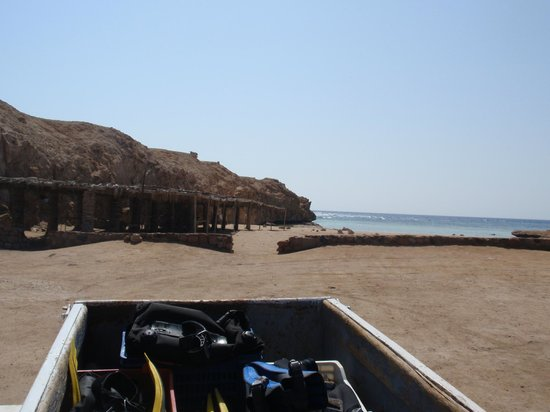 Dahab Divers South Sinai Hotel & Dive center: from the car with view on diverside ras mohammed