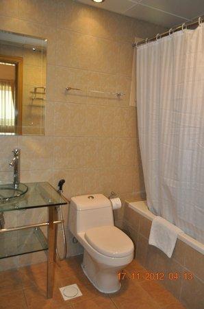 Al Barsha Hotel Apartments by Mondo :                   bathroom