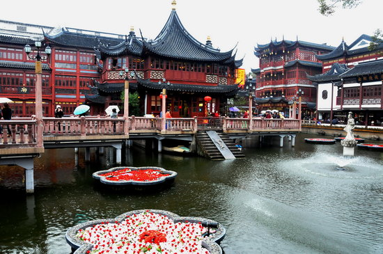Shanghai, China: Elaborate exterior of The Temple of the Town Gods next to the garden