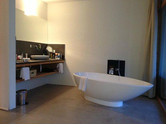 Hotel Garni Arnica: Bad mit toller Wanne