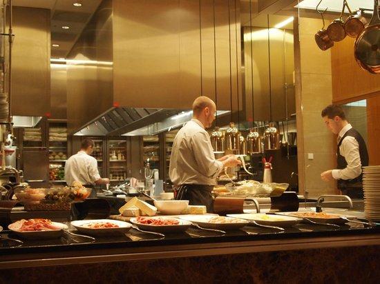 Jumeirah Frankfurt: 朝食会場