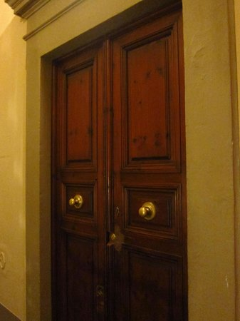 Lift inside building - Picture of Soggiorno Panerai, Florence ...