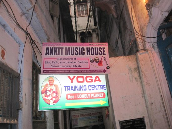 Varanasi, Indien: look for this sign