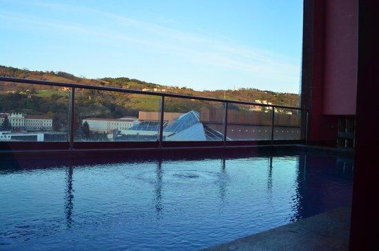 hotel bilbao piscina: