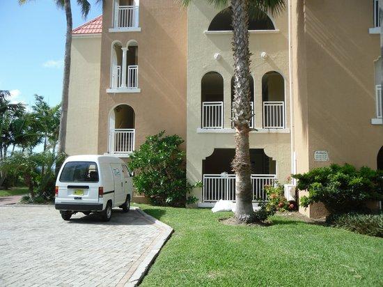 Divi Little Bay Beach Resort: vårt boende huset längst upp