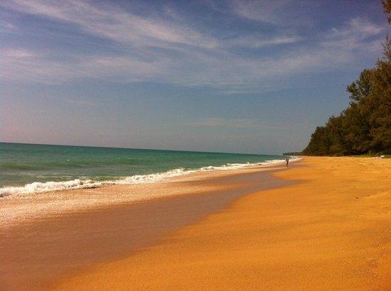 Renaissance Phuket Resort & Spa: einsamer Strand vom Hotel