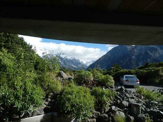 Aoraki Mount Cook Alpine Lodge: View from room 7 deck when standing