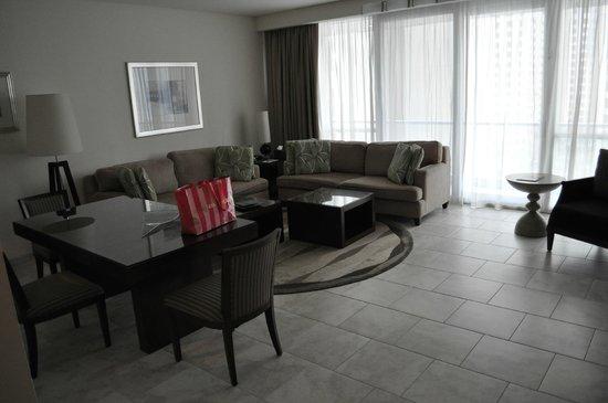 JA Oasis Beach Tower : Sitting/Dining room