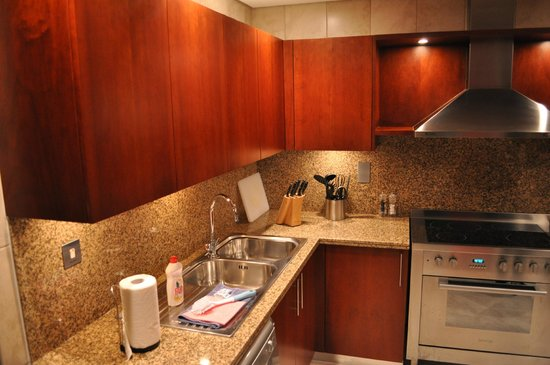 JA Oasis Beach Tower : Kitchen
